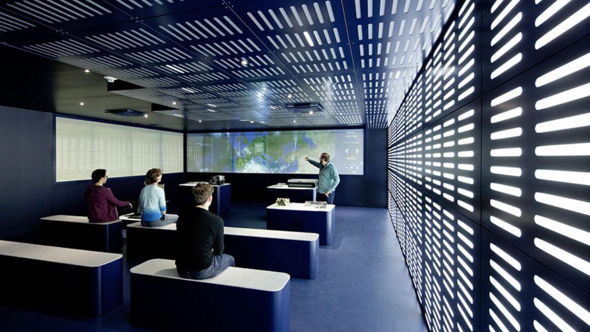CERN Visit Point Transparent/Opaque Projection Glas